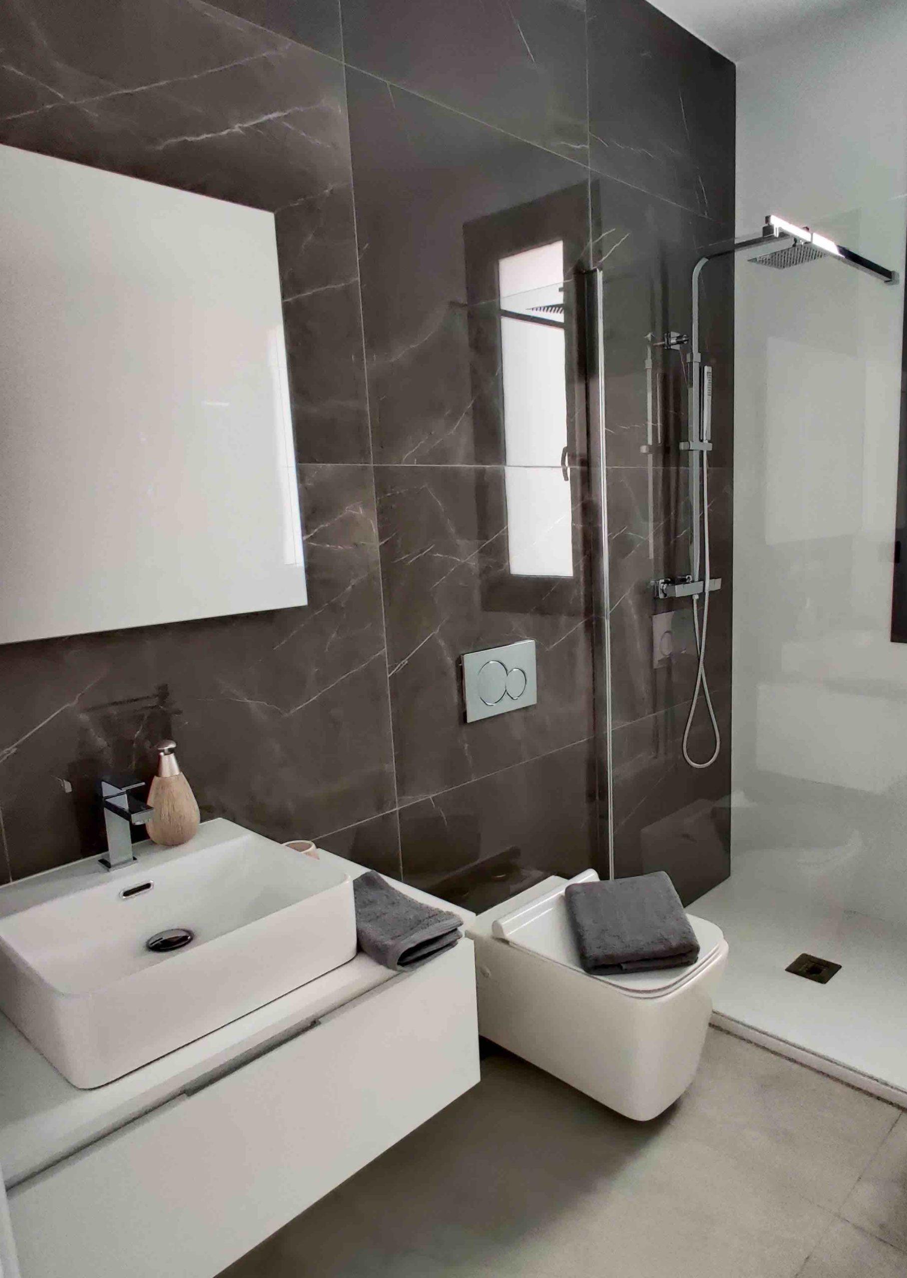 Baño con marmol